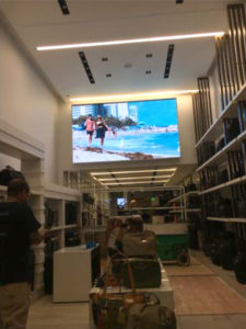 Tumi - Large Store